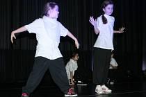 Dvě stě padesát tanečníků ze studia Actiwity DC Břeclav těší před Vánoci taneční pohádkou O dvanácti měsíčkách.