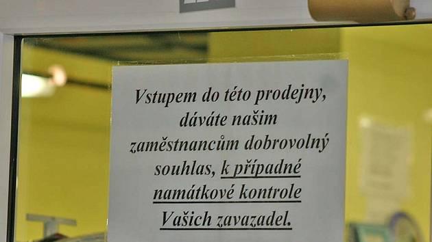 cedule v břeclavském shopping centru
