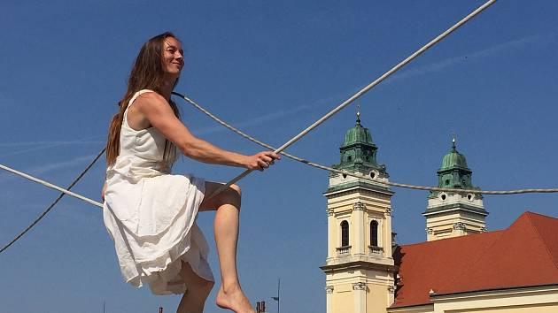 Feste teatrale se již podruhé účastnila také provazochodkyně Kristýna Tvrdíková