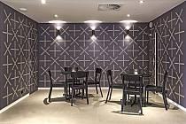 Foyer hustopečského kina má nové tapety