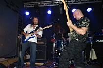 Tříčlennou kapelu Dawn In Paradise tvoří rockeři tělem i duší. Na kontě už mají první cédéčko. A připravují další.