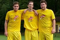 Michal herůfek (uprostřed) pózuje po vítězném zápase se svými spoluhráči.
