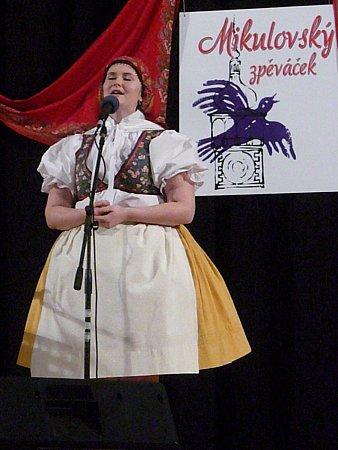 Vmikulovském kině zazněly lidové písně. Při patnáctém ročníku oblastního kola dětské pěvecké soutěže Mikulovský zpěváček. Ve třech kategoriích soutěžilo ve zpěvu dvacet dětí. Ty předtím postoupily ze sedmačtyřiceti přihlášených.