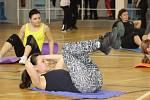 Ženy si v sobotu zacvičily v břeclavské hale Lokomotiva s Hankou Kynychovou. Podpořily tím policejní projekt prevence domácího násilí a násilí páchaného na ženách.