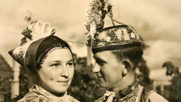 Výstava fotografií krojů Podluží.