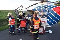 Při nehodě u Drnholce musel zasahovat i vrtulník.