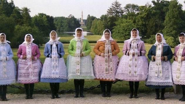 Třinástičlenný ženský sbor z Poštorné slaví letos deset let od svého založení.
