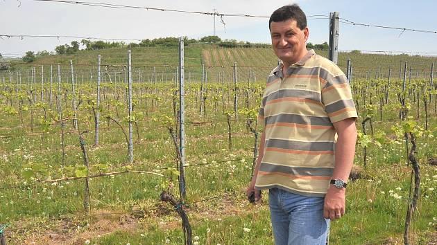 Luboš Vintr se k vinařství dostal přes burčák v Rakvicích. Původně pracoval jako učitel.