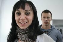 Třiatřicetiletá Táňa Bělíková vyměnila jízdu na koni za body a bikini fitness. V pozadí je trenér Bohumil Dostál.