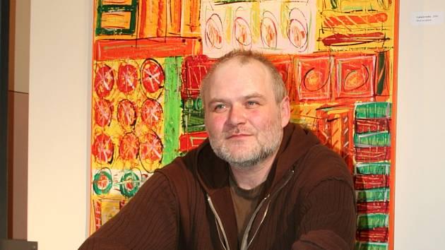 Známý mikulovský keramik Karel Frantel vystavuje svou tvorbu v břeclavské synagoze.