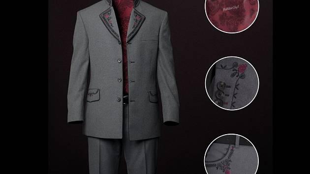 Desítky lidí si objednaly historicky první model vinařského obleku, který na podzim představil Svaz vinařů České republiky.