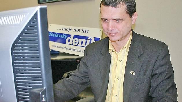 Lídr kandidátky Pro Region + SNK ED Zdeněk Petr při online rozhovoru.