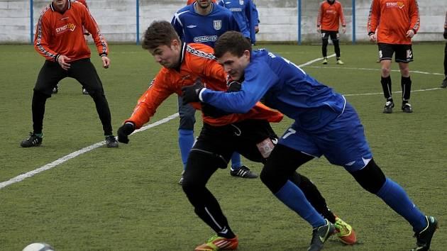 Fotbalisté Břeclavi (v modrém) spálili proti Rosicím spoustu šancí.