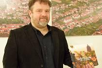 Novou knihu o Velkých Bílovicích dal dohromady Jaroslav Čech. Vyšla k výročí patnácti let od povýšení Velkých Bílovic na město. V neděli ji Velkobílovičtí pokřtili v tamním kulturním domě.
