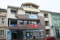 Česká spořitelna se z tradičního břeclavského sídla přestěhovala do jiných prostor. Osud reprezentativní budovy v centru města zůstává s otazníky.