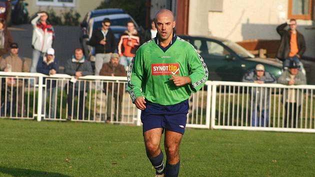 Od léta Petera Hrubinu fotbaloví fanoušci mohou vídat v dresu Podluží.