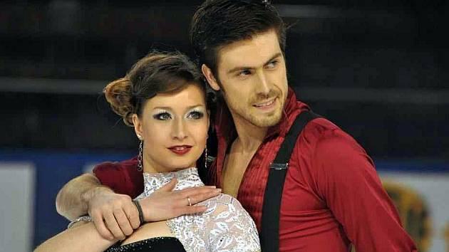 Krasobruslařka Lucie Myslivečková s partnerem Neilem Brownem.