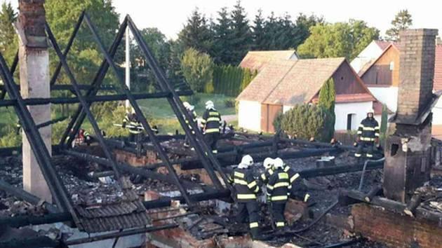 V obci Rozsíčka hořel rodinný dům.