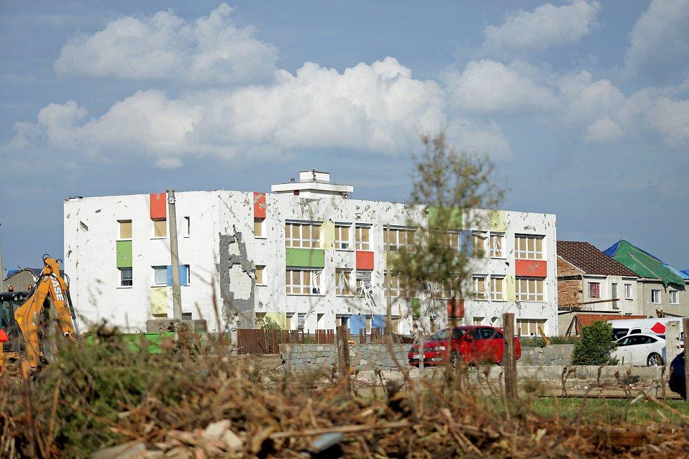 Poničená budova Mateřské školy v Moravské Nové Vsi.