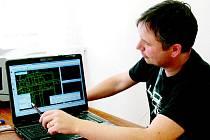 Pracovníci břeclavského katastru seznamují zájemce s digitální podobou map.