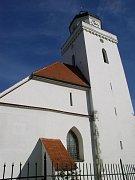 Farní kostel sv. Jakuba Staršího v Pohořelicích.