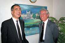 Koutarou Maeda (vlevo) přijel seznámit české chirurgy s léčbou zhoubných nádorových onemocnění.
