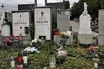 Desítky lidí zamířily v sobotu v dopoledních hodinách na rakvický hřbitov