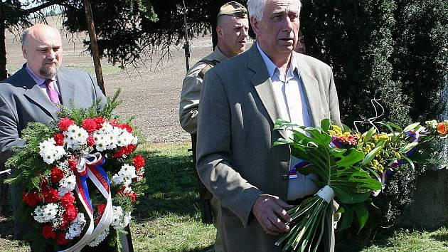 Lidé v Křepicích vzpomínali na osvobozování Brna před šestašedesáti lety. Památník této operace však stále chátrá.