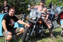 Motonálet se letos uskutečnil už potřiadvacáté na poli u Nikolčic.
