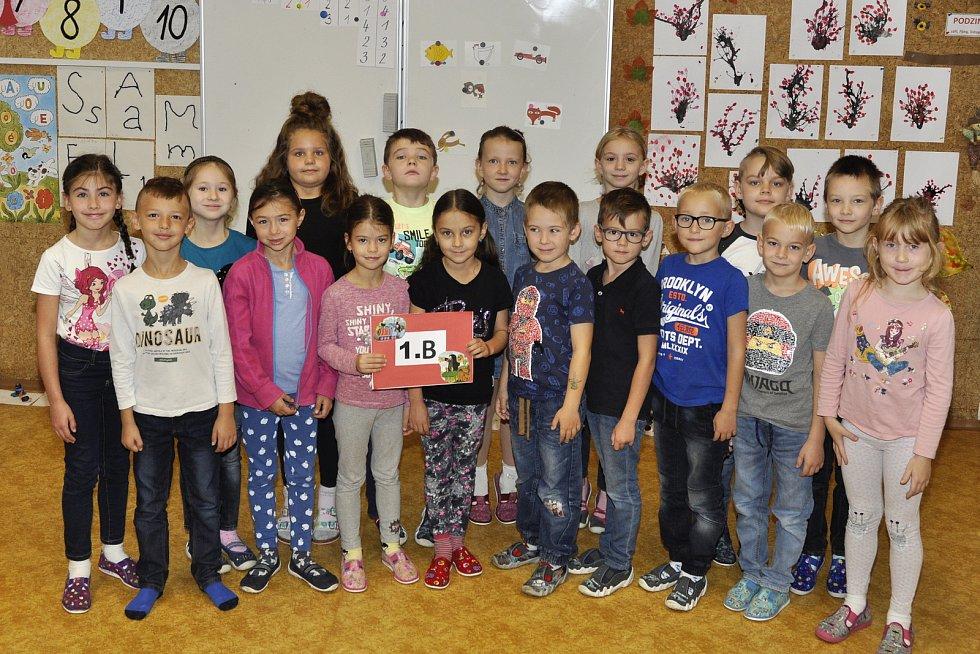 Žáky 1. B třídy základní školy Hustopeče na Komenského ulici učí Věra Pešáková.