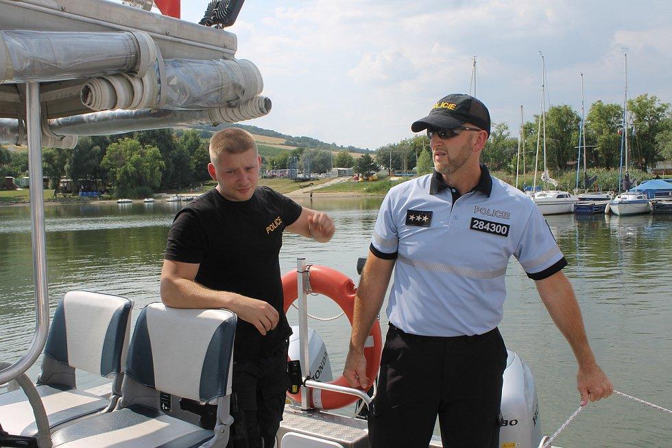 Policisté na novomlýnské nádrži u Pavlova na Břeclavsku kontrolovali plavidla na hladině. Nechyběl test na alkohol.
