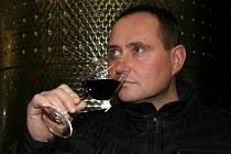 Vladimír Tetur dokáže o víně ve svém velkobílovickém království dlouze a zajímavě vyprávět.