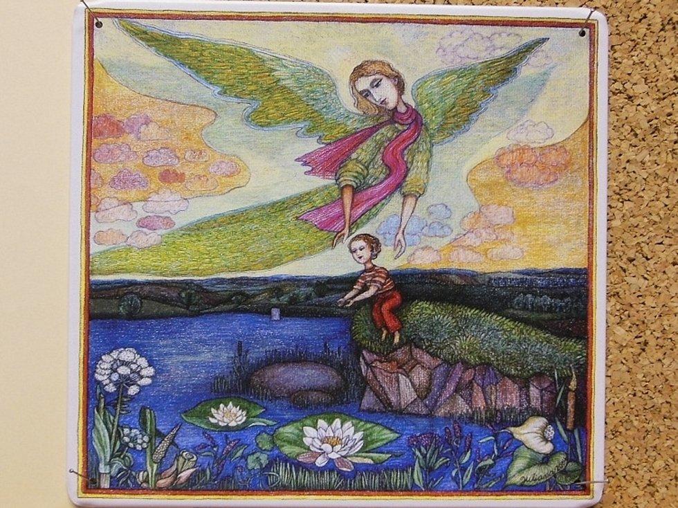 Smaltované obrazy výtvarnice Juliany Jirousové mají lidé do 29. března možnost vidět v prostorách hustopečské knihovny.