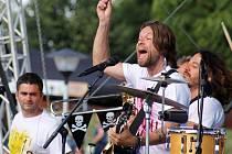 """Svůj vlastní letní festival """"oprášila"""" po dvou letech populární kapela Kryštof. První letošní Kryštof Kemp zažil v sobotu vyprodaný mikulovský amfiteátr. Richard Krajčo zpíval, hrál na kytaru a bavil."""
