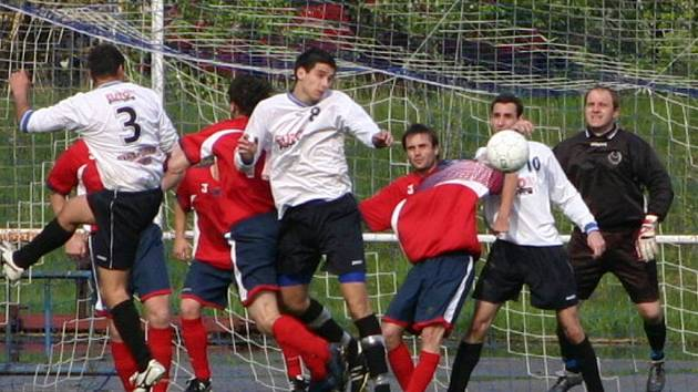 Podivínští fotbalisté v této sezoně porvé prohráli na domácím hřišti.
