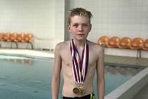 Na Poháru České republiky v Prostějově vybojoval mladý břeclavský plavec David Košulič (na snímku) tři zlaté a dvě stříbrné medaile. Jeho klubový kolega Lukáš Drobilič získal dokonce šest medailí.