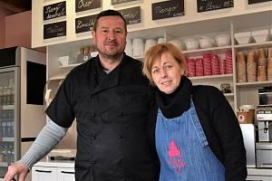 Manželé Pincelovi ve Valticích vyrábějí vlastní řemeslnou zmrzlinu Valgelato.