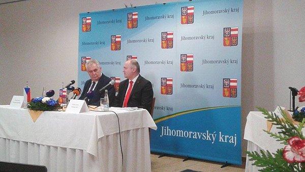 Prezident Miloš Zeman končí svou třídenní návštěvu jižní Moravy vMikulově.