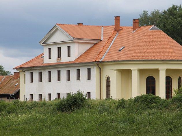 Opravy zámečku Lány poblíž Břeclavi trvají už od roku 2002.