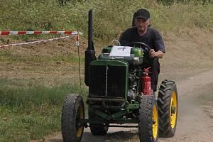 Po domácku vyrobené traktory závodily v sobotu po poledni na Panském kopci u Podivína. Přijeli domácí i nadšenci ze širokého okolí. Soutěžili v jízdě terénem na čas či v couvání s vlečkou.