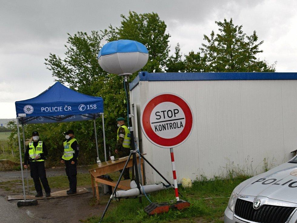 Na hraničním přechodu mezi Valticemi a rakouským Schrattenbergem kontrolovali policisté již jen namátkově.