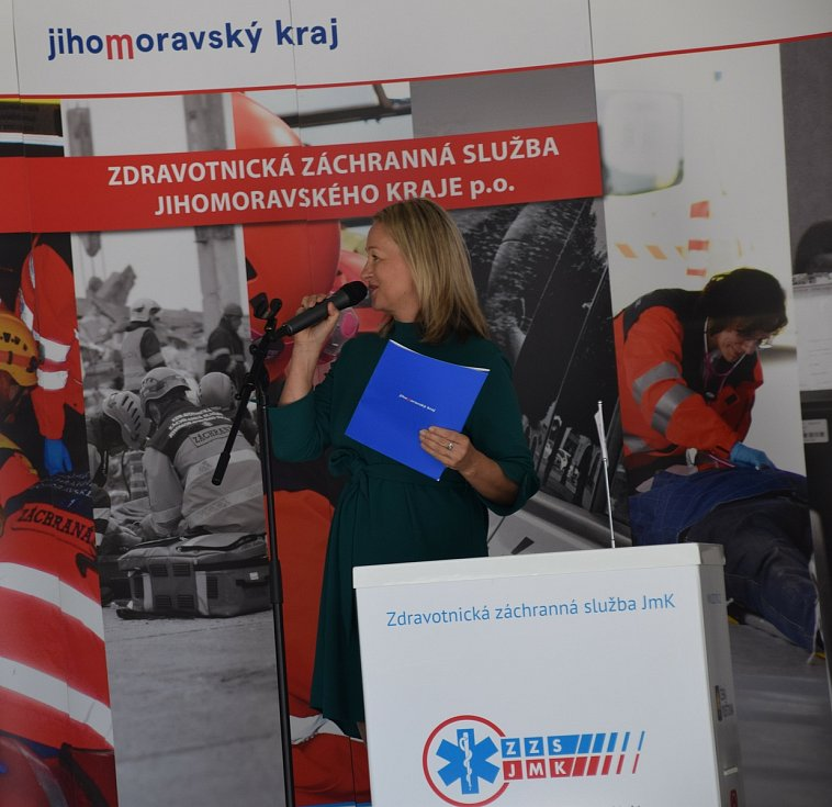 Záchranáři si v pátek převzali do užívání novou výjezdovou základnu v Hustopečích