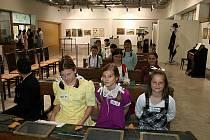 Výstava břeclavského muzea Uč se synu moudrým býti aneb Pradědeček po škole.