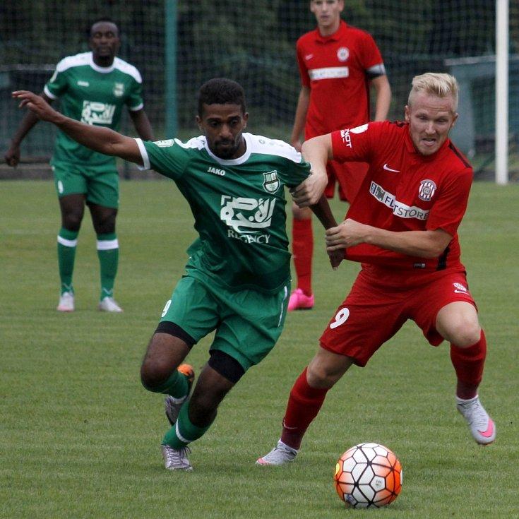 Fotbalisté Zbrojovky Brno (v červeném) dotáhli proti katarskému Al-Ahlí tříbrankové manko.