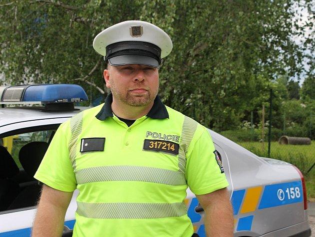 Policista Bohdan Gajda z dálničního oddělení v Mikulově svým jednáním zachránil život obsluze čerpací stanice a zabránil velkému požáru nákladního auta.