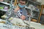 I ženy umí pracovat v dílně. FOTO: Archiv zařízení