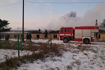 Na téměř tři a půl hodiny zaměstnal hasiče požár, který vypukl v pondělí po druhé hodině odpoledne ve staré ubytovně v Brodu nad Dyjí.