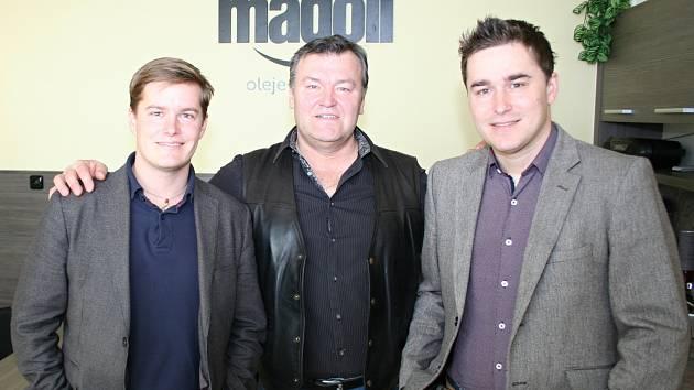 U zrodu břeclavské společnosti MADOIL stál Zdeněk Dvořák starší (uprostřed). Dnes už rozrůstající se firmu spolu s ním řídí i synové Zdeněk (vpravo) a Martin.