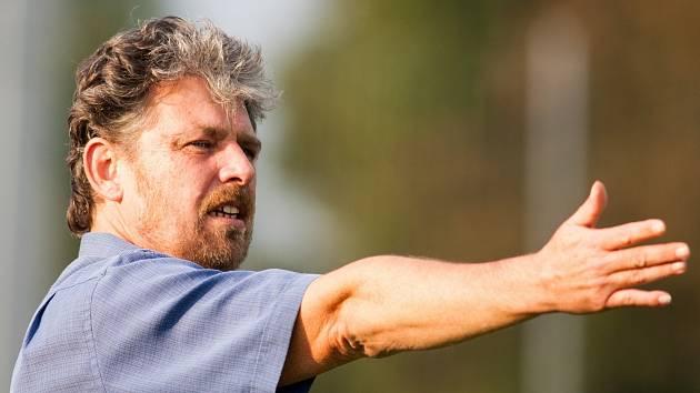 Po roce a čtvrt opouští střídačku třetiligové Břeclavi fotbalový trenér Karel Bečka.