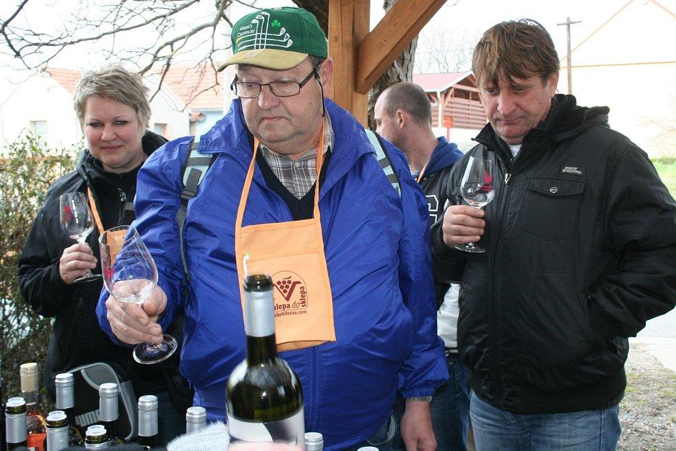 Ve Velkých Bílovicích putovali poslední březnovou sobotu milovníci vína Ze sklepa do sklepa. Už podesáté. Na jubilejní ročník akce, která je podle všeho největší svého druhu v České republice, dorazilo rekordních 5618 návštěvníků.